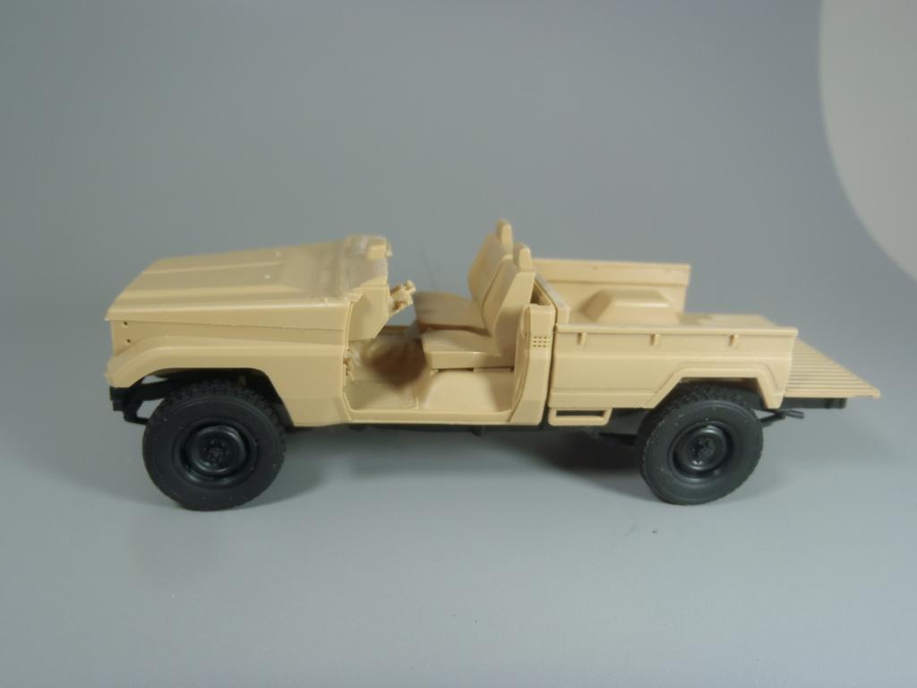 Pick-up (MENG)+tourelle BMP 1/35 (DEF model) PC230251_zpsqxvzhspz