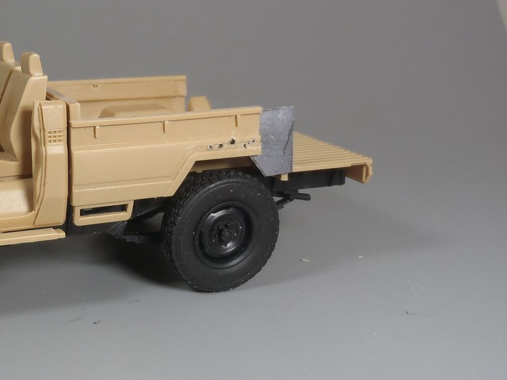 Pick-up (MENG)+tourelle BMP 1/35 (DEF model) PC250264_zpsbulqyp0w