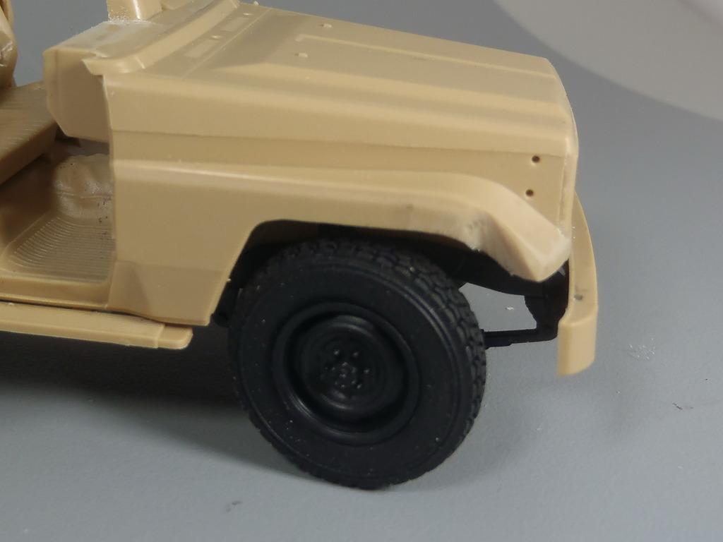 Pick-up (MENG)+tourelle BMP 1/35 (DEF model) PC250267_zps92ohdlyj