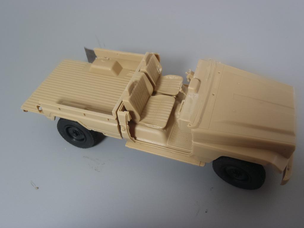 Pick-up (MENG)+tourelle BMP 1/35 (DEF model) PC250268_zpscnonnyak