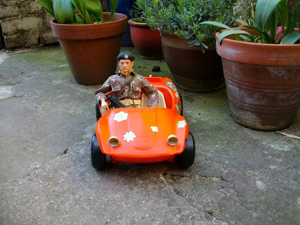 Joe's taken Barbie's Sun n' Fun Buggy for a Blast Fun%20n%20Sun%20003_zpslcxg2tij