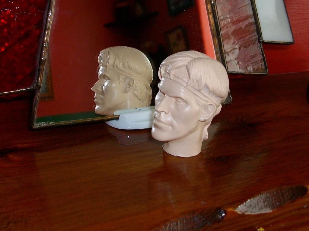 Latest headsculpt project Sgt Elias K Grodin (Platoon) Hawkeye%20Keyring%20002_zpszf0bceoj