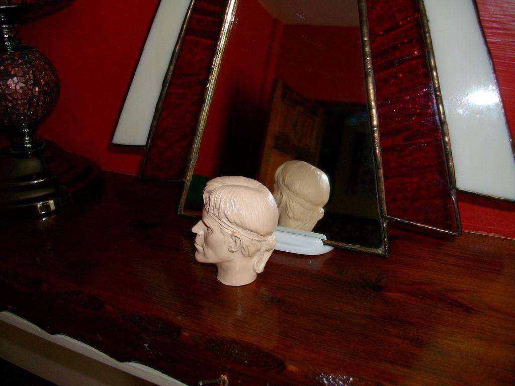 Latest headsculpt project Sgt Elias K Grodin (Platoon) Hawkeye%20Keyring%20006_zpsv0syl2hz