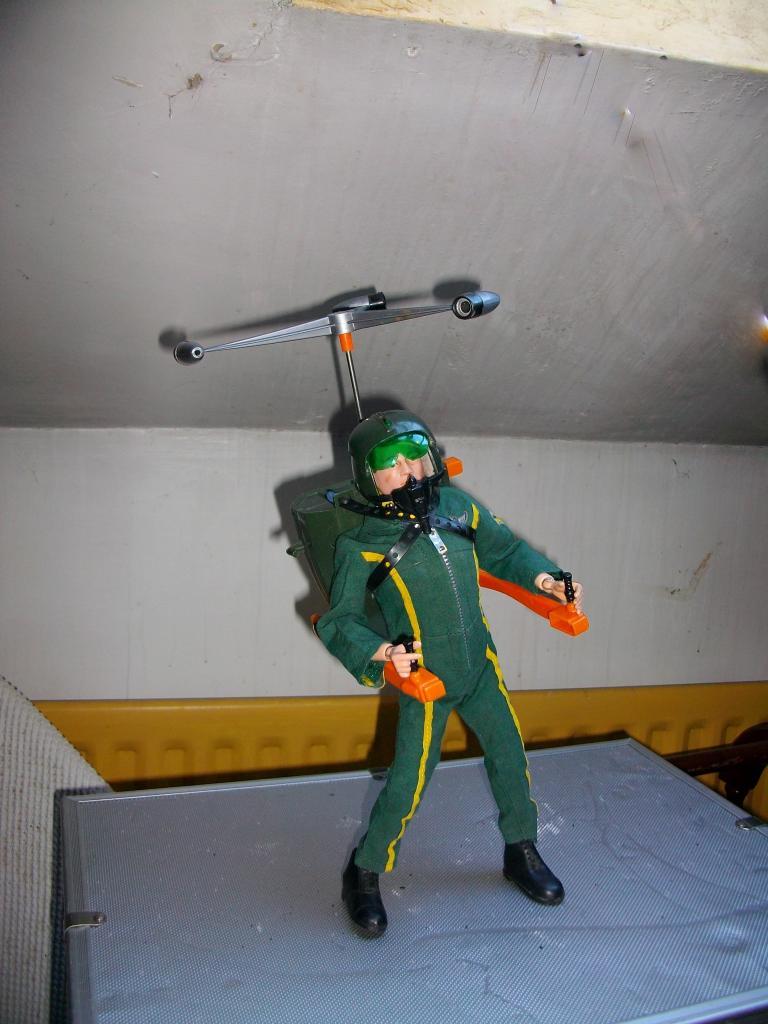 Is it a bird? Is it a plane? No it's Turbo Man..... Roofflight050_zpse2412a8f