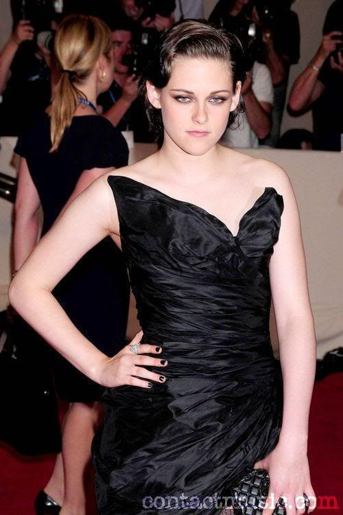 Kristen Stewart Kristen-stewart-the-costume-institute-gala-benefit-to-celebrate-the-opening-of-the-american-woman-fashioning-a-national-identity-exhibition-