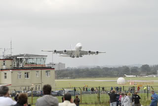 AIRBUS 380 Approach