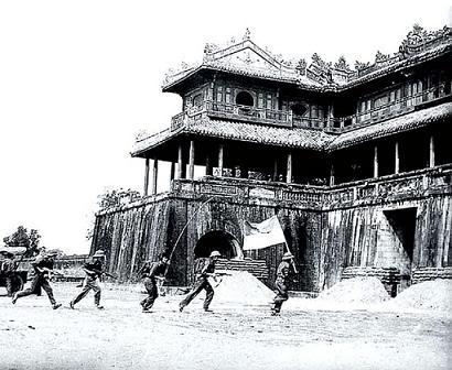 Những bức ảnh về chiến tranh VIỆT NAM VoThnhni-Hu1975