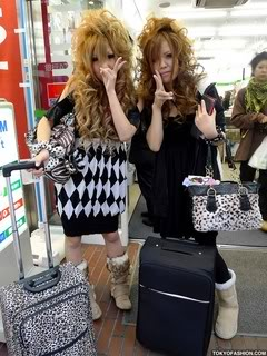 [post pics] non-model gyaru's Shibuya-Gals-Family-Mart-10-2009-1