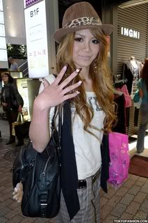 [post pics] non-model gyaru's Shibuya-Girl-Suspenders-09-2009-002