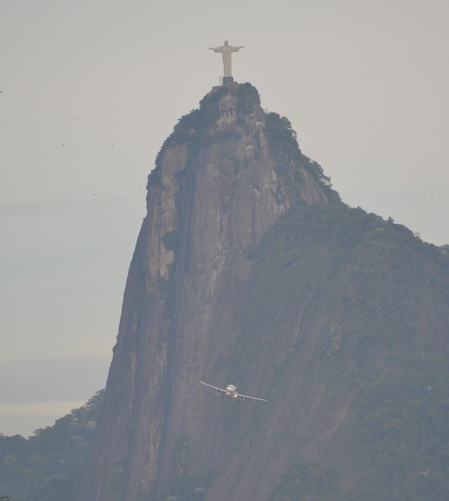 Río de Janeiro (Portaaviones , Aviones y más...) MSCPOESIA155A_zps807fc817