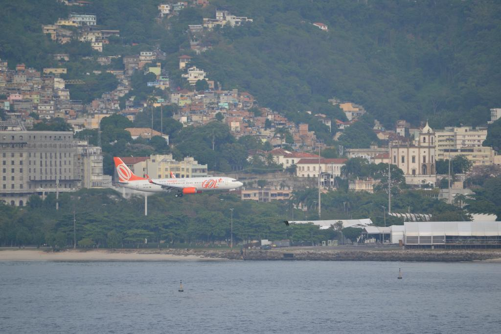 Río de Janeiro (Portaaviones , Aviones y más...) MSCPOESIA165_zps5d0be2d9