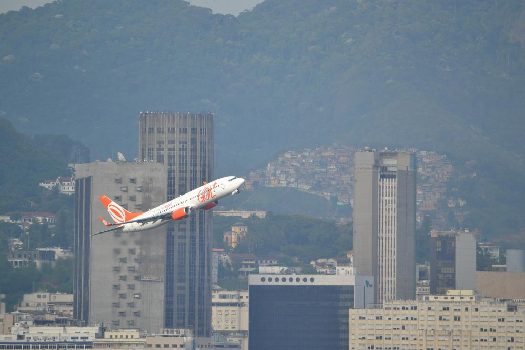 Río de Janeiro (Portaaviones , Aviones y más...) MSCPOESIA170_zps9b1e56ef