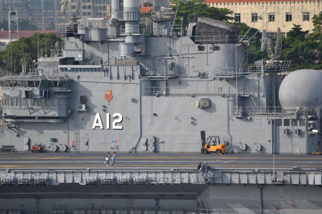 Río de Janeiro (Portaaviones , Aviones y más...) MSCPOESIA189_zps45ace7fc