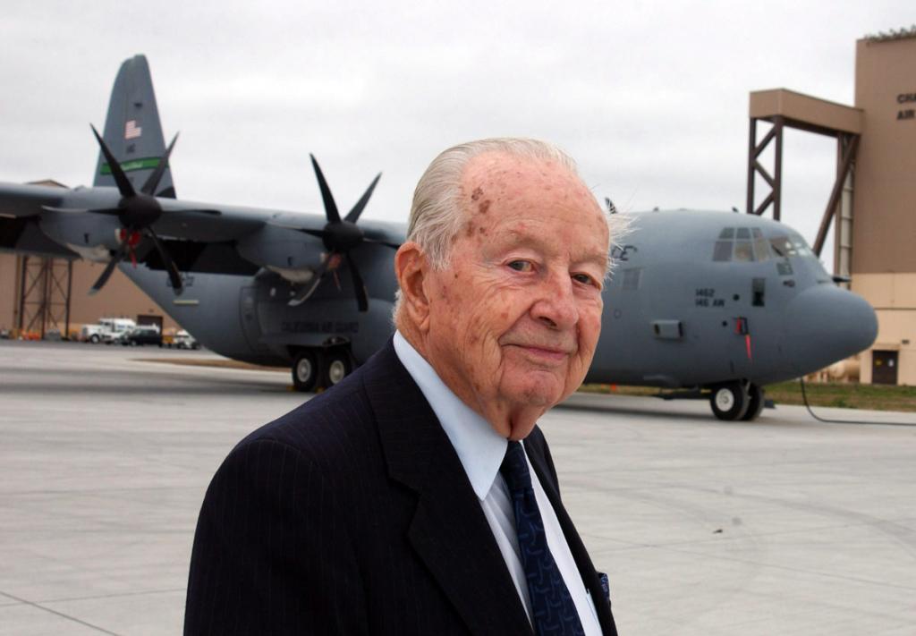 Lockheed C-130 Hercules (avión de transporte táctico medio/pesado USA) WillisHawkinsC130_zpsea345512