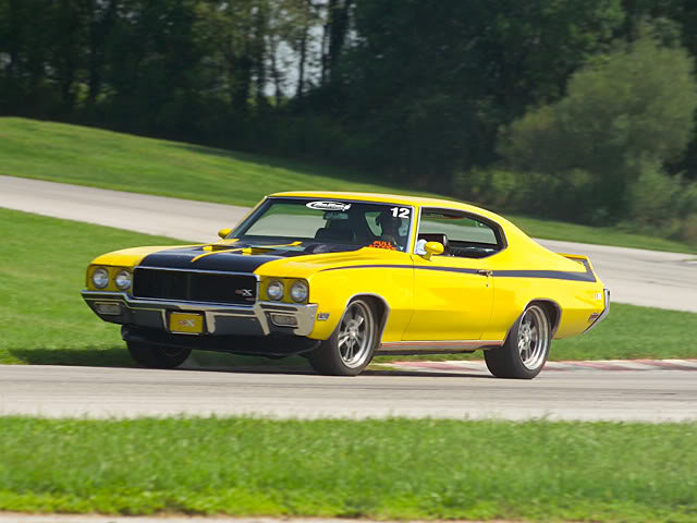 Muscle Cars na veia 0604cr_17zbuick_gsxleft_front_view