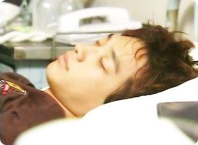 Asiaticos durmiendo , cual es el mas mon@?vota 0c5854fbdcf1e3166d22eb24-1