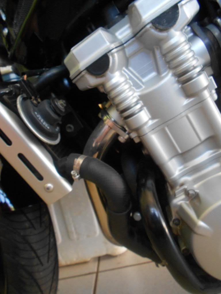 Instalando Slider na Bandit 1250 2009 DSCN3971_zps9b051e03