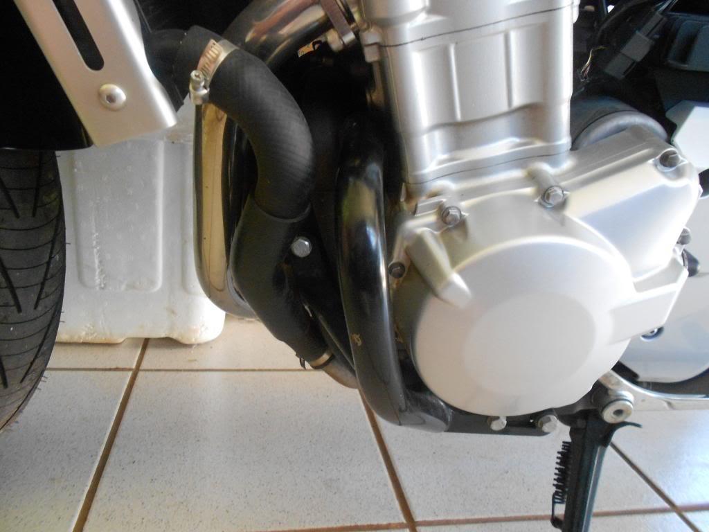 Instalando Slider na Bandit 1250 2009 DSCN3972_zps94e8e202