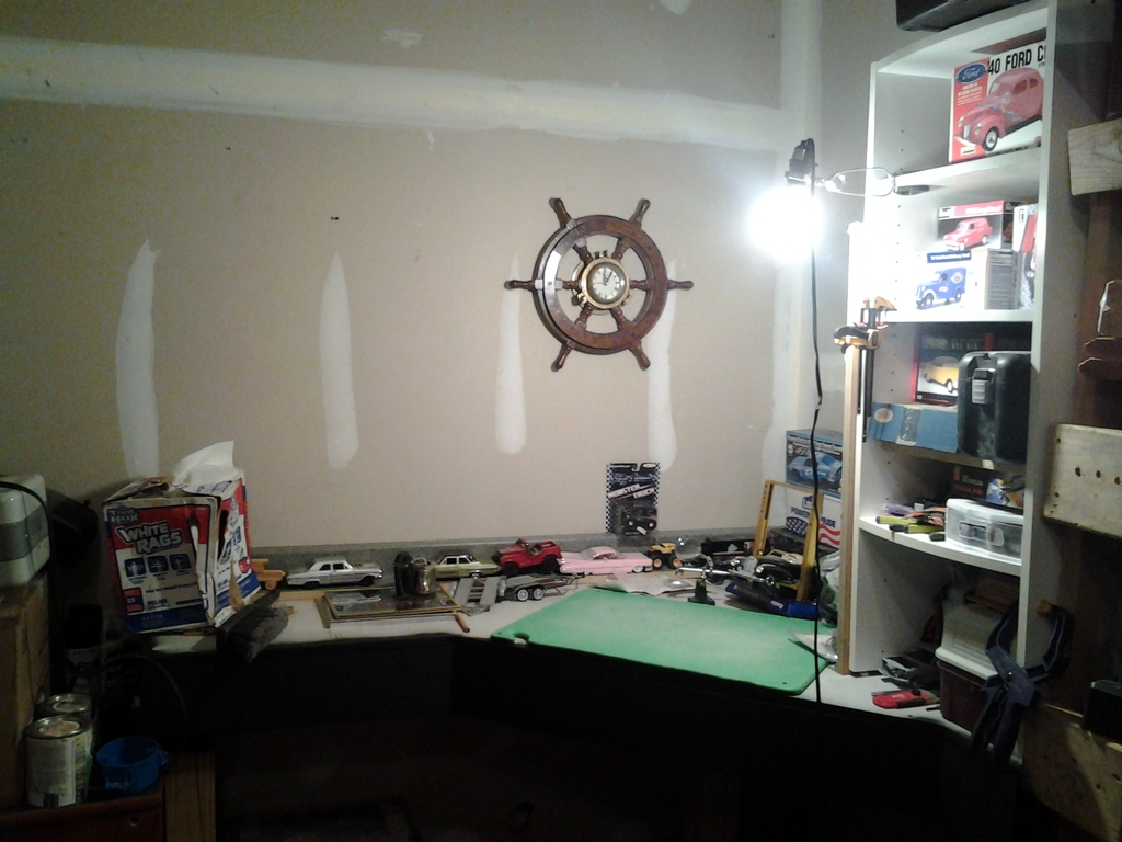 My new Workbench - $0 in material costs IMG_20151024_182725