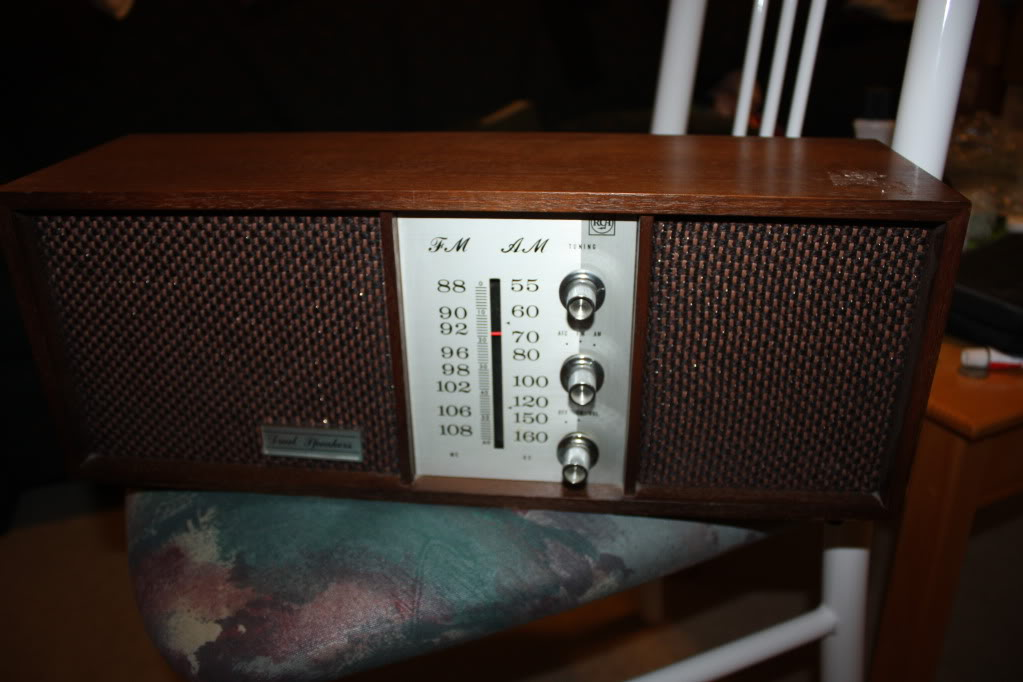 Can anyone tell me which model is this radio? thx IMG_3726
