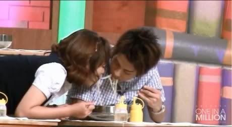 [News][27.07.2010] Jonghyun và Jung Juri cùng chỉ mọi người cách ăn mì lãng mạn 100726_joorijonghyun_1-460x252