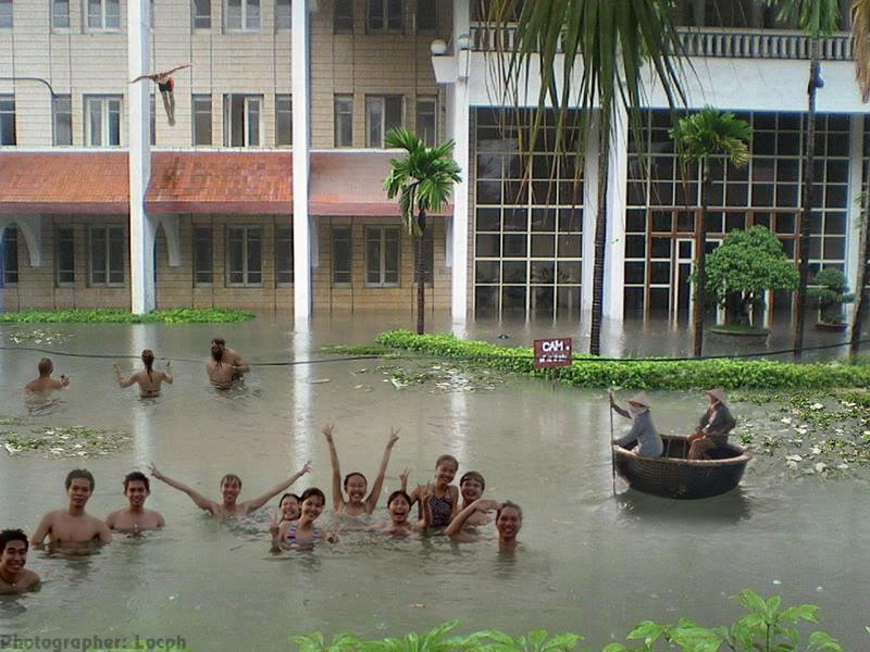 Phóng sự dzui: SV Kiến Trúc với đề án chống lũ tại trường Flood2