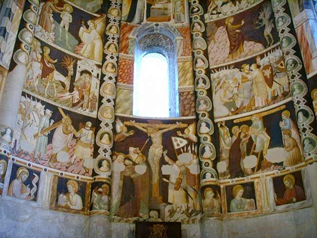 EL ROMÁNICO EN SU CONTEXTO HISTÓRICO - Página 2 Como_basilica_di_santabbondio_cortile_interno_affreschi_07_zpse326f360