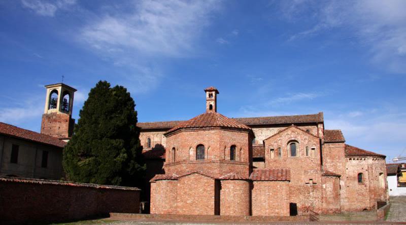 EL ROMÁNICO EN SU CONTEXTO HISTÓRICO - Página 2 Basilica-di-santa-maria-maggiore-en-valle-lomellina-pavia-il-complesso-religioso_zpsc6bfa2d3