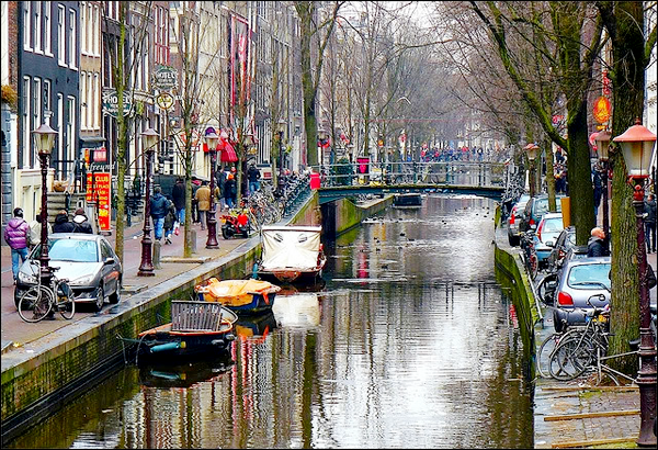 Oudezijds Voorburgwal [rua/canal] - Página 2 Oz-1