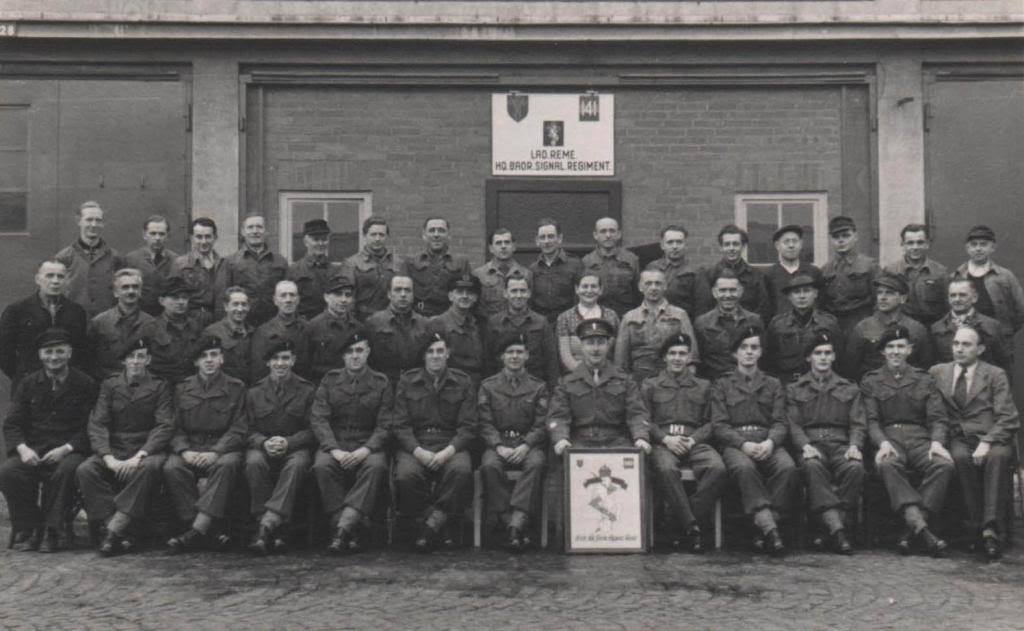 Harewood Bks - Herford - Page 2 HQ_BAOR_Sig_Regt_LAD_late_40s_early_50s_zps7bdeba1e