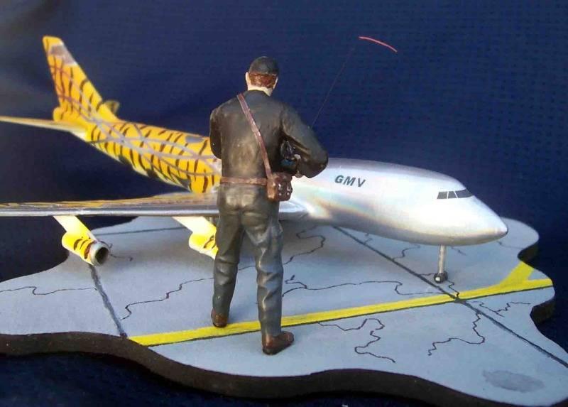 Volando un Boing 747 RC - Viñeta Mendoza022