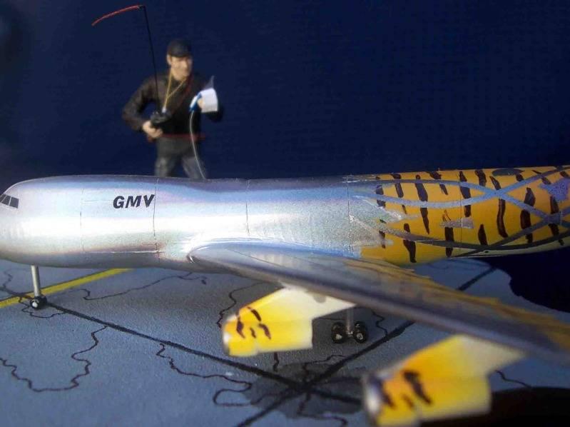 Volando un Boing 747 RC - Viñeta Mendoza029