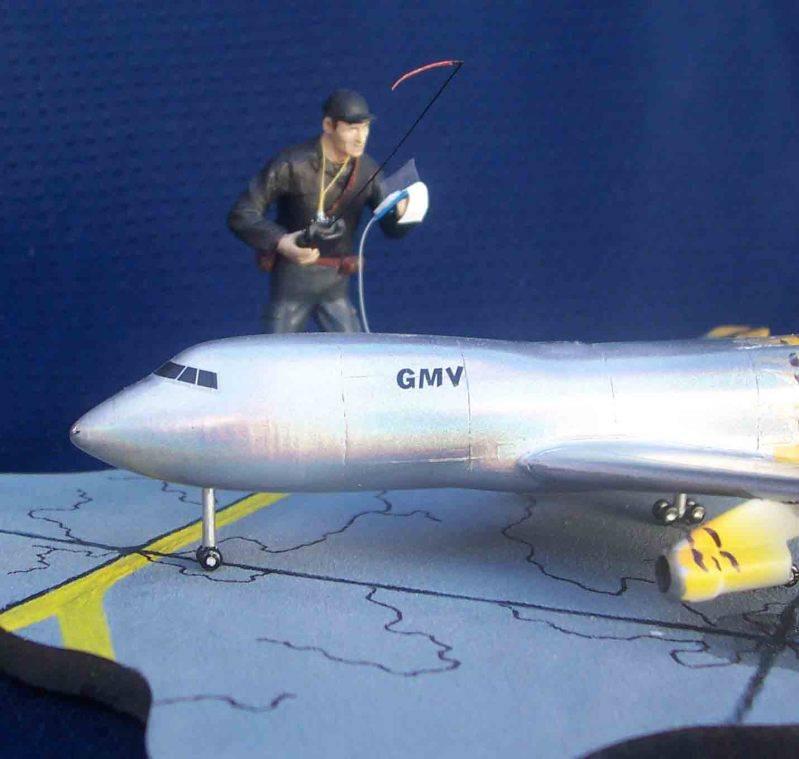 Volando un Boing 747 RC - Viñeta Mendoza040