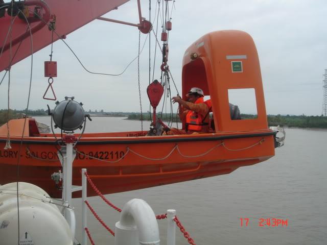 Hình ảnh hạ xuồng cấp cứu DSC06809