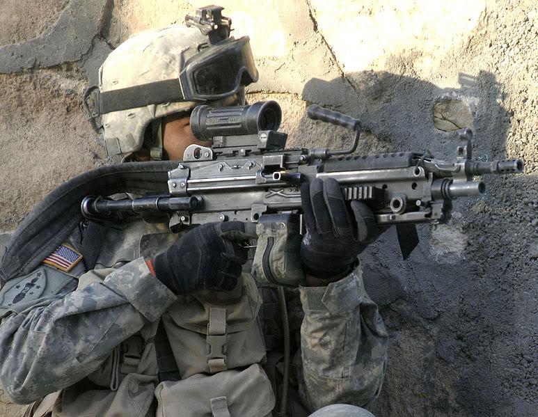 Ejército de los Estados Unidos 773px-CSA-2006-01-12-095303_M249SAW