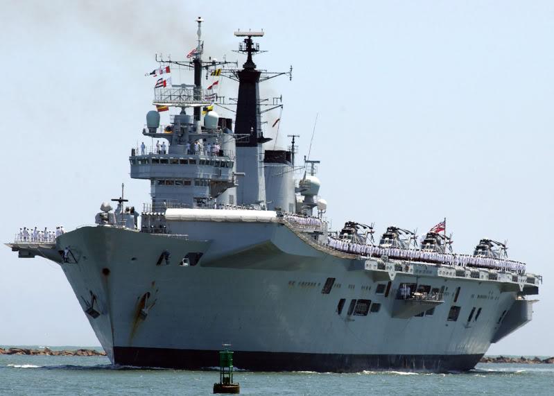 ¿ Un ARA portahelos o portaaviones ? HMS_Invincible_R05