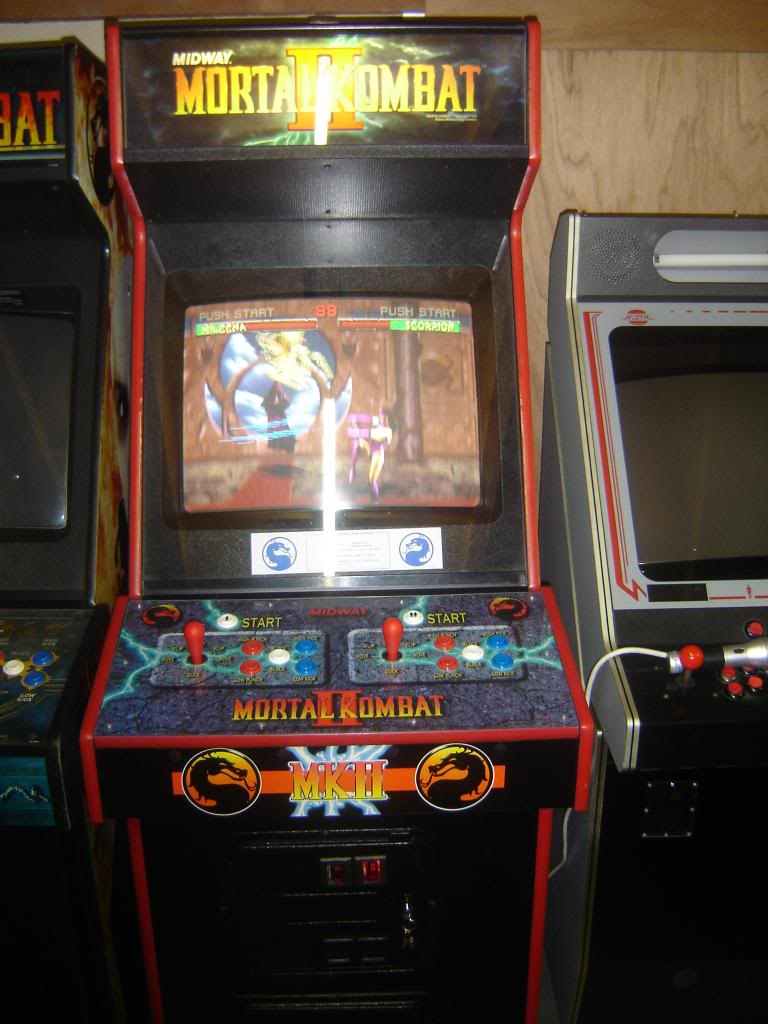 [VDS] Mortal Kombat 1 - 2 - 3 - 4 arcade cabinets DSC02012