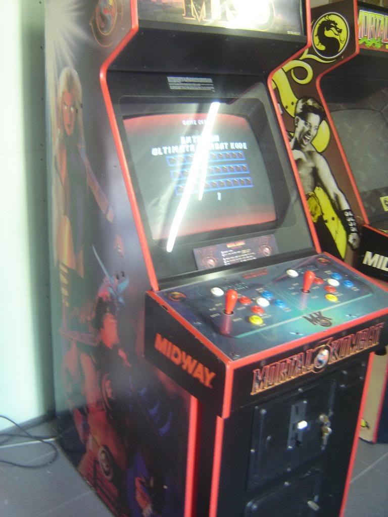 [VDS] Mortal Kombat 1 - 2 - 3 - 4 arcade cabinets DSC01984