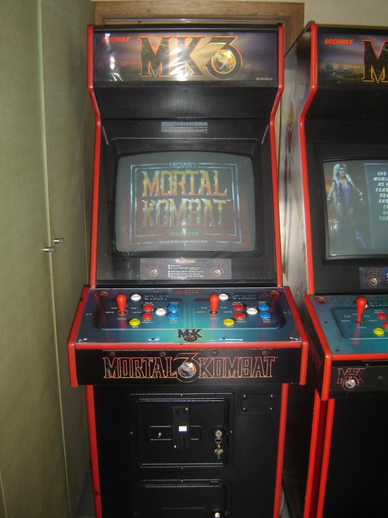 [VDS] Mortal Kombat 1 - 2 - 3 - 4 arcade cabinets DSC01999