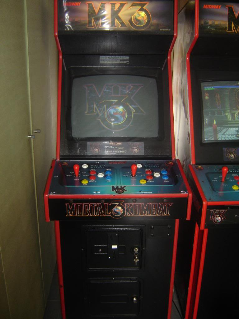 [VDS] Mortal Kombat 1 - 2 - 3 - 4 arcade cabinets DSC02002