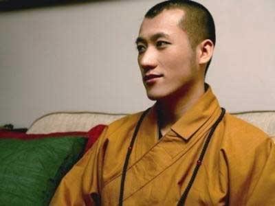 Tiểu Tạ Đình Phong nơi cửa Phật T192236