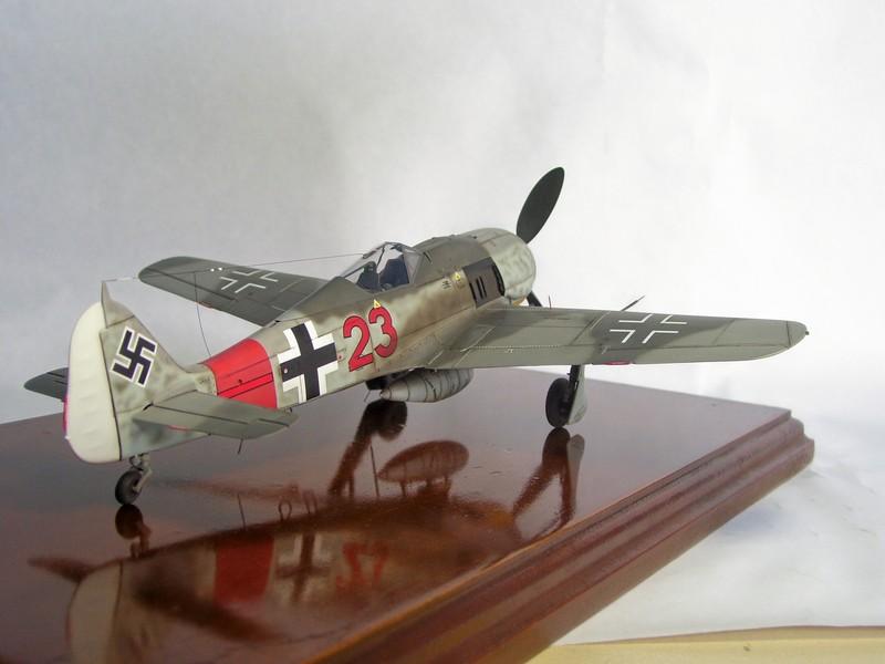 Focke Wulf 190 A-7, Rot 23 Heinz Bar (Dragon 1/48). HeinzBarRot23%2010