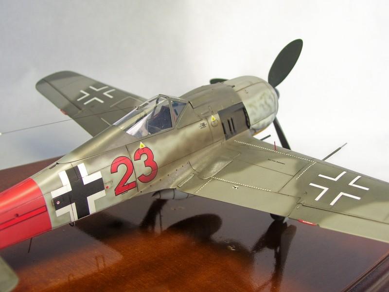 Focke Wulf 190 A-7, Rot 23 Heinz Bar (Dragon 1/48). HeinzBarRot23%2011