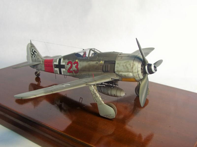 Focke Wulf 190 A-7, Rot 23 Heinz Bar (Dragon 1/48). HeinzBarRot23%2015