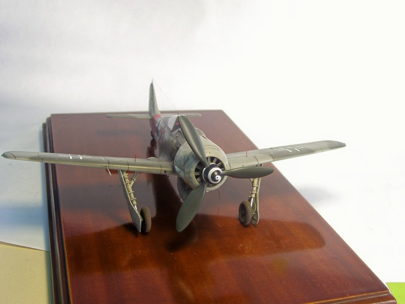 Focke Wulf 190 A-7, Rot 23 Heinz Bar (Dragon 1/48). HeinzBarRot23%2018