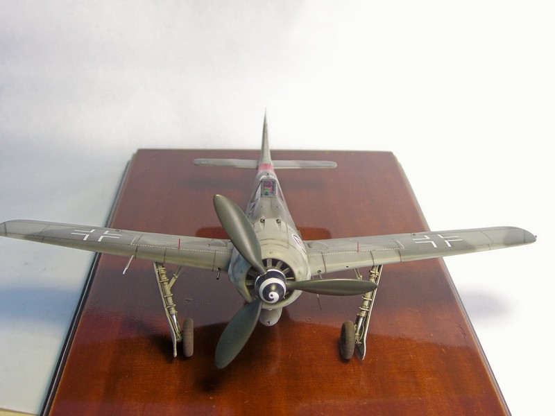 Focke Wulf 190 A-7, Rot 23 Heinz Bar (Dragon 1/48). HeinzBarRot23%2019