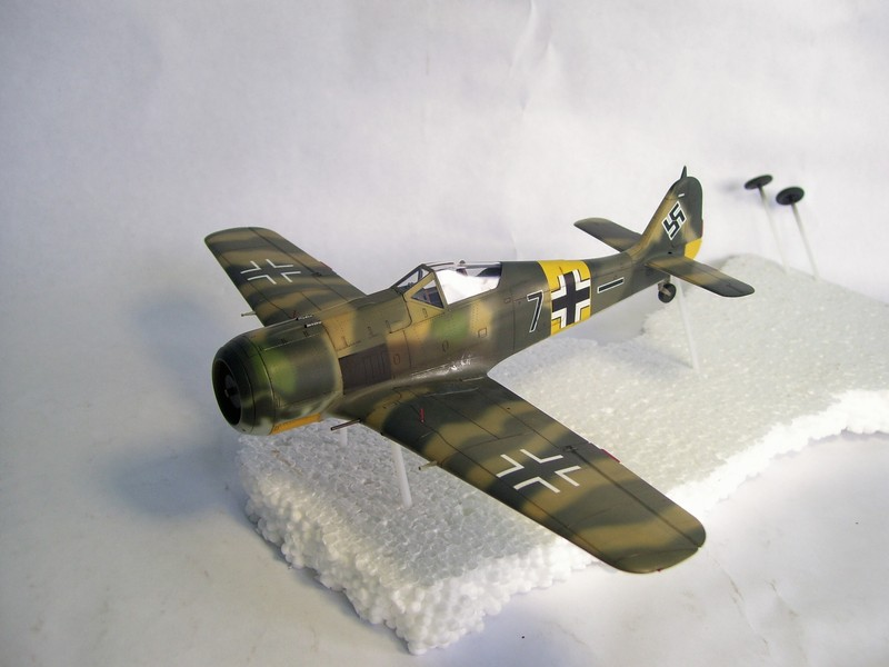 Focke Wulf 190 A-7, Rot 23 Heinz Bar (Dragon 1/48). UltimosavancesFockeWulfEmilLang%201