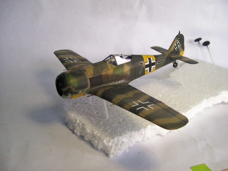 Focke Wulf 190 A-7, Rot 23 Heinz Bar (Dragon 1/48). UltimosavancesFockeWulfEmilLang%202