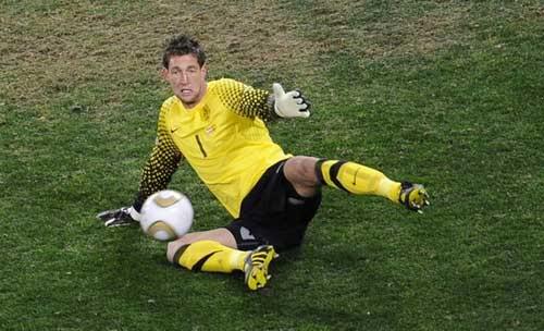 Arsenal vô địch Champions League? (Tin vắn bóng đá trưa 12/09) 1284266321-Maarten-Stekelenburg