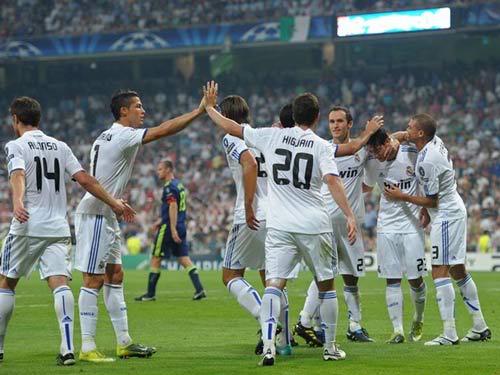 Champions League lượt đấu thứ nhất: Khi người khổng lồ tỉnh giấc 1284629294-bong-da-Real